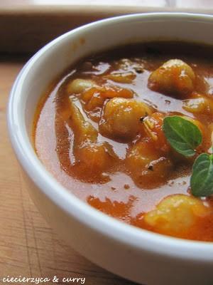 Lekkie curry – ciecierzyca z pomidorami