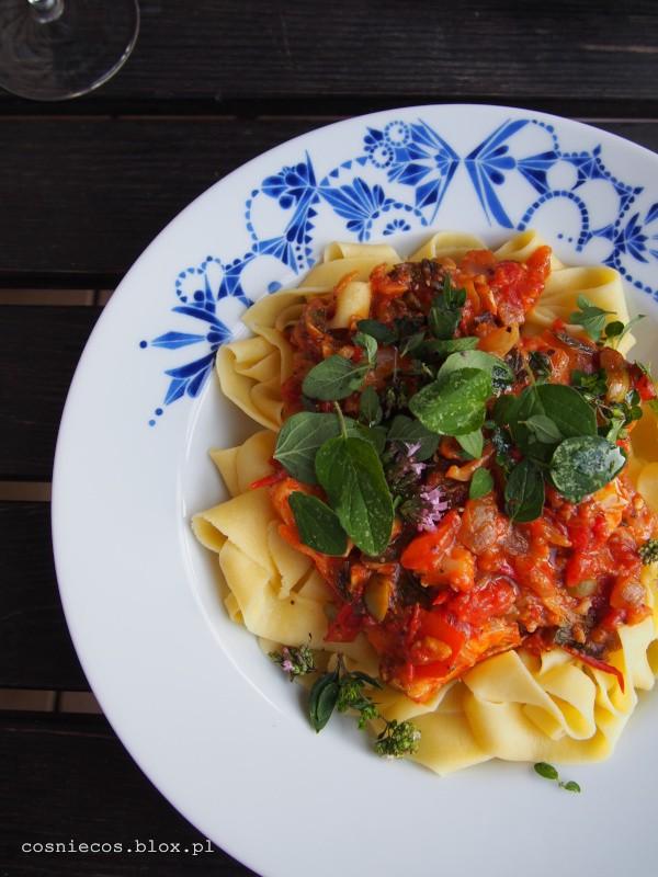 Makaron na koniec sierpnia: pomidory i ryba