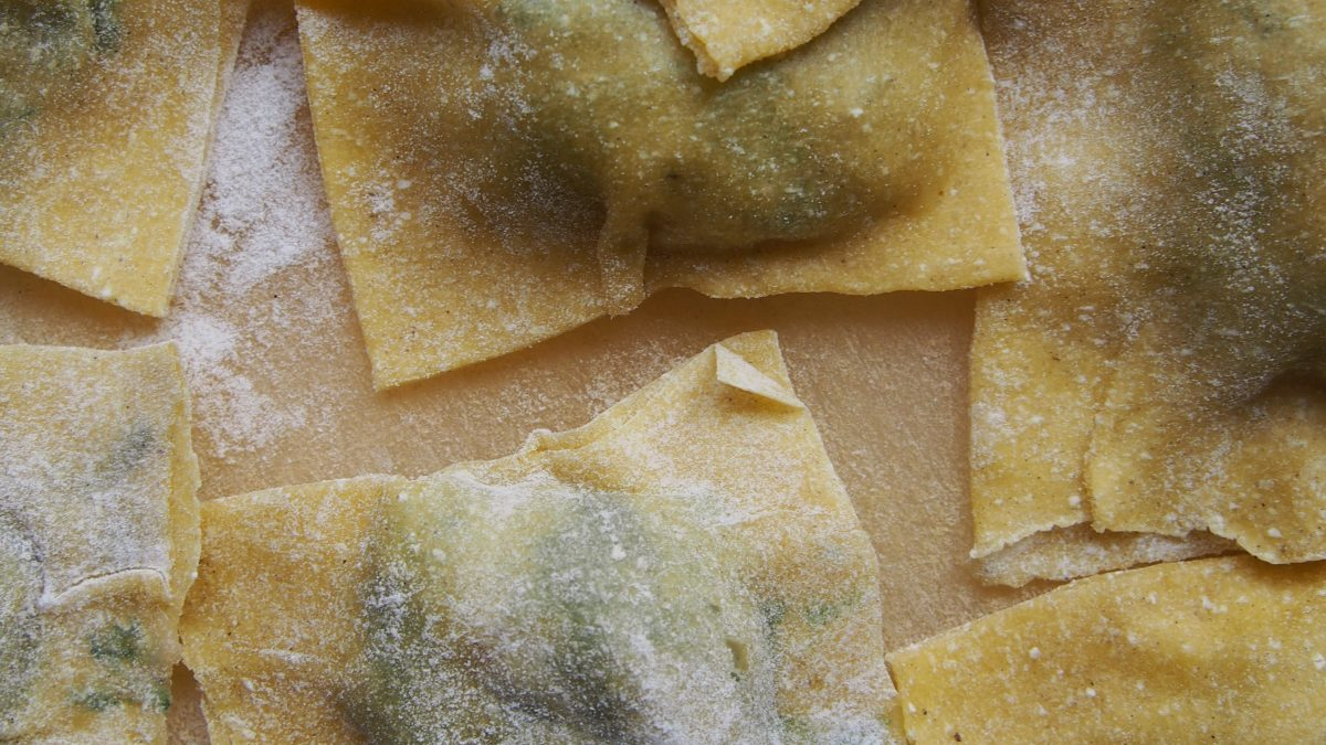 Ravioli z pokrzywą, serem i porem