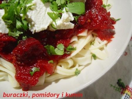 Makaron z buraczkami, pomidorami i kuminem