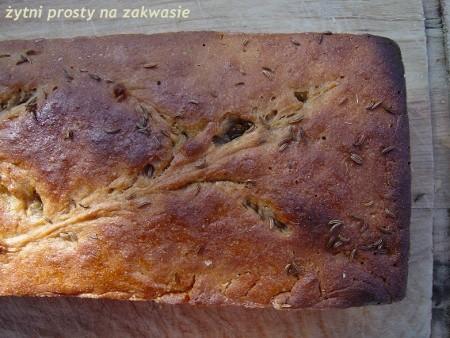 Prosty chleb żytni na zakwasie i zaparce