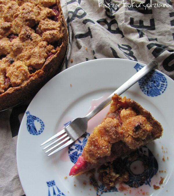 Ciasto rabarbarowe z kaszą kukurydzianą