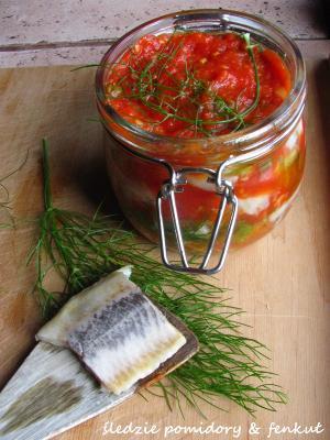 Śledzie z pomidorami i fenkułem