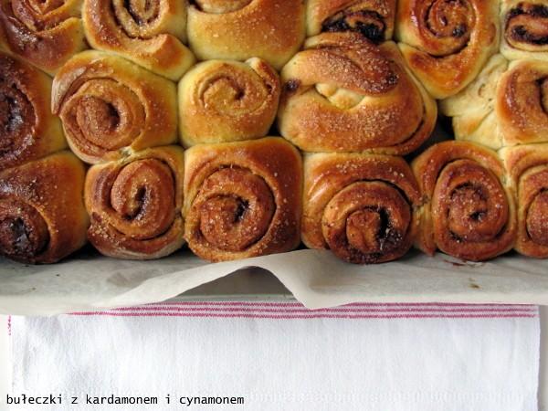 Szwedzkie bułeczki z kardamonem i cynamonem