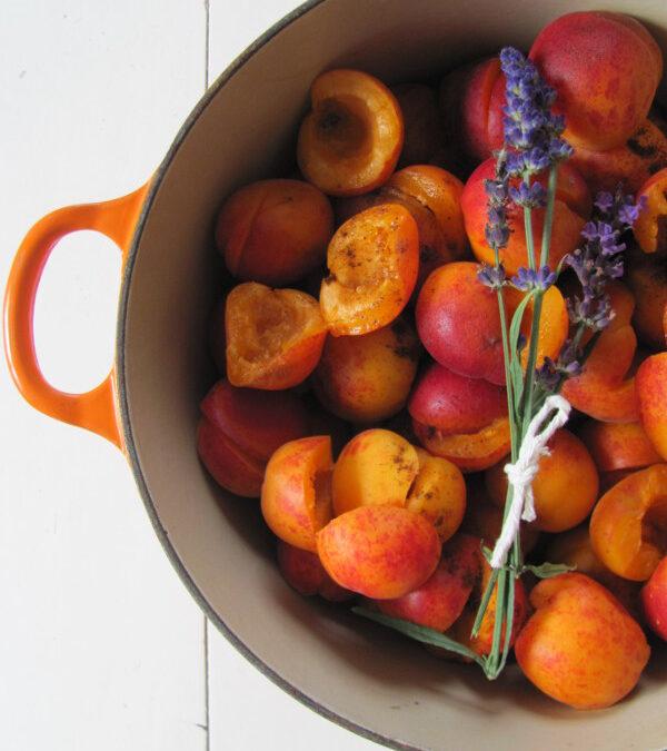 Letnie owoce: morele