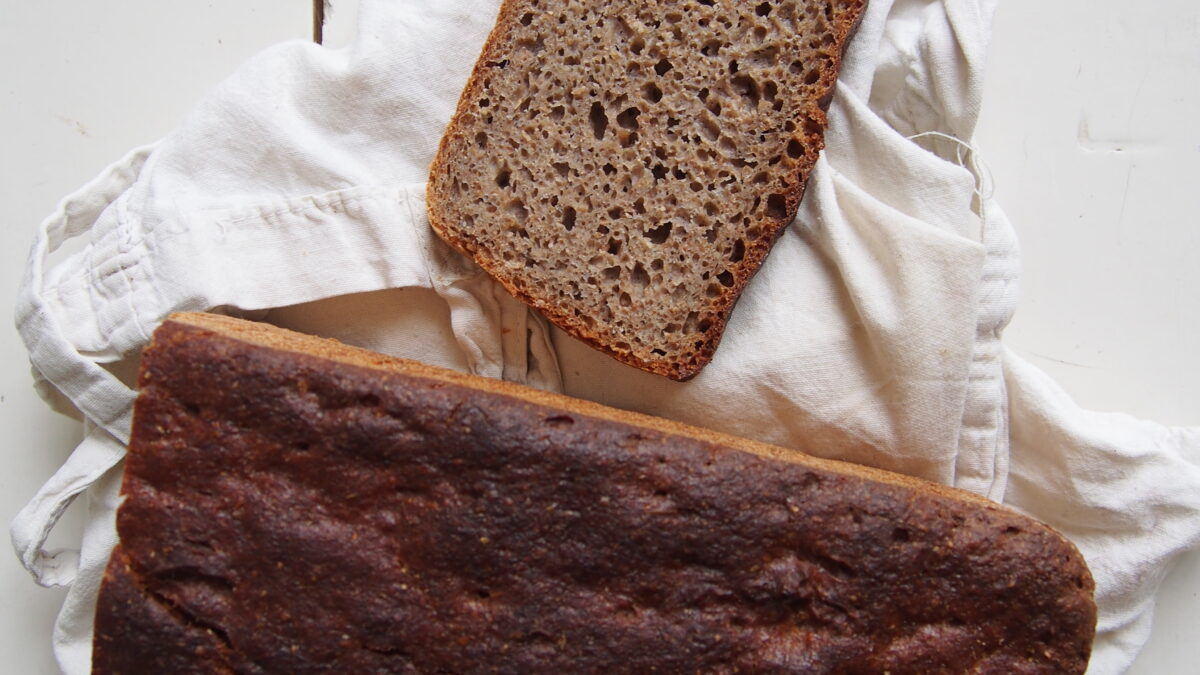 WBD 2020: razowy z płaskurką i gryką / WBD2020: emmer and buckwheat sourdough